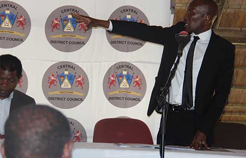 Kgosi Serogola Seretse expressing his views on Serowe developments